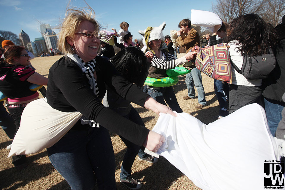 100228_JDW_PillowFight_0341