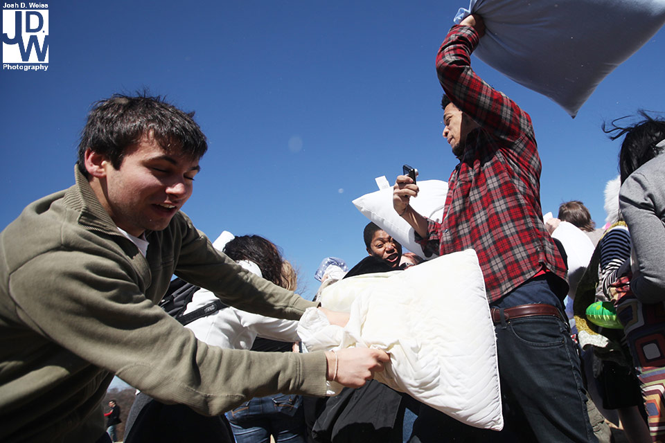 100228_JDW_PillowFight_0410