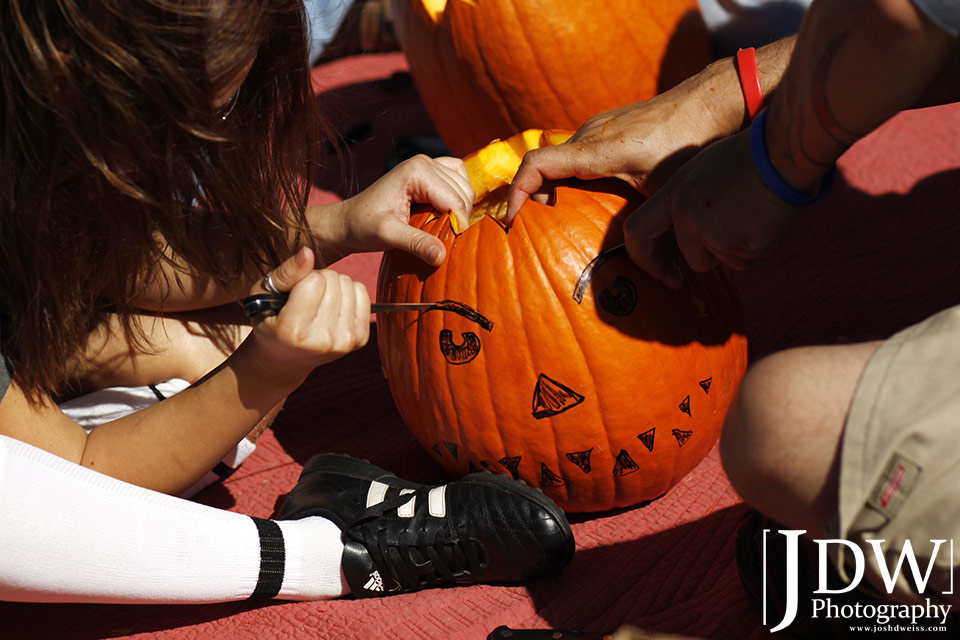 101017_JDW_PumpkinCarving_0007